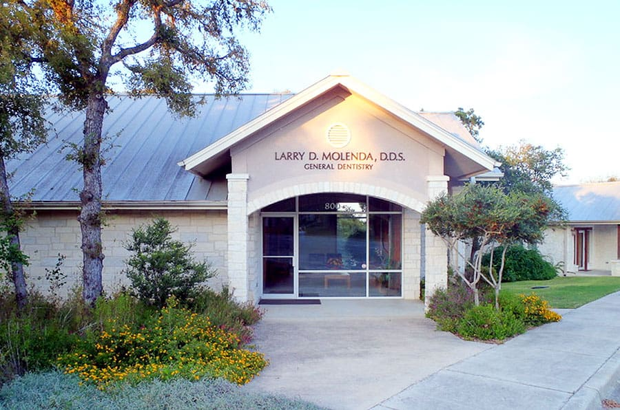 The office of Larry D. Molenda, D.D.S. General Dentistry